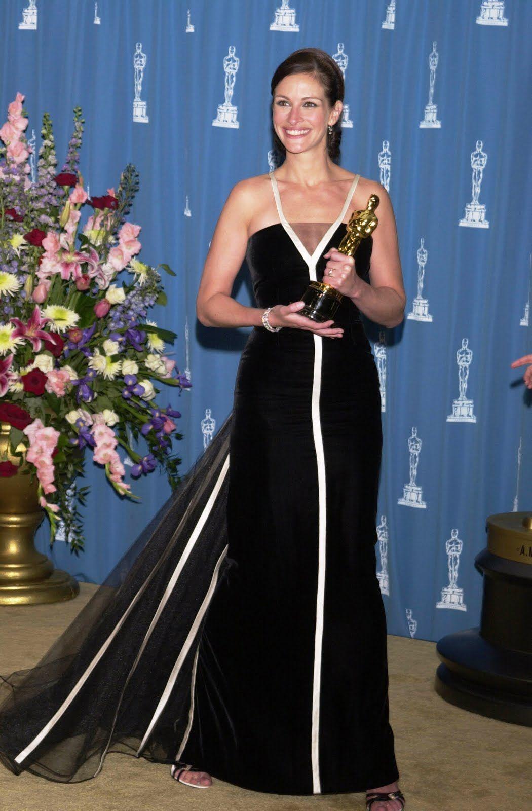 julia roberts in vintage valentino - academy awards 2001 ...