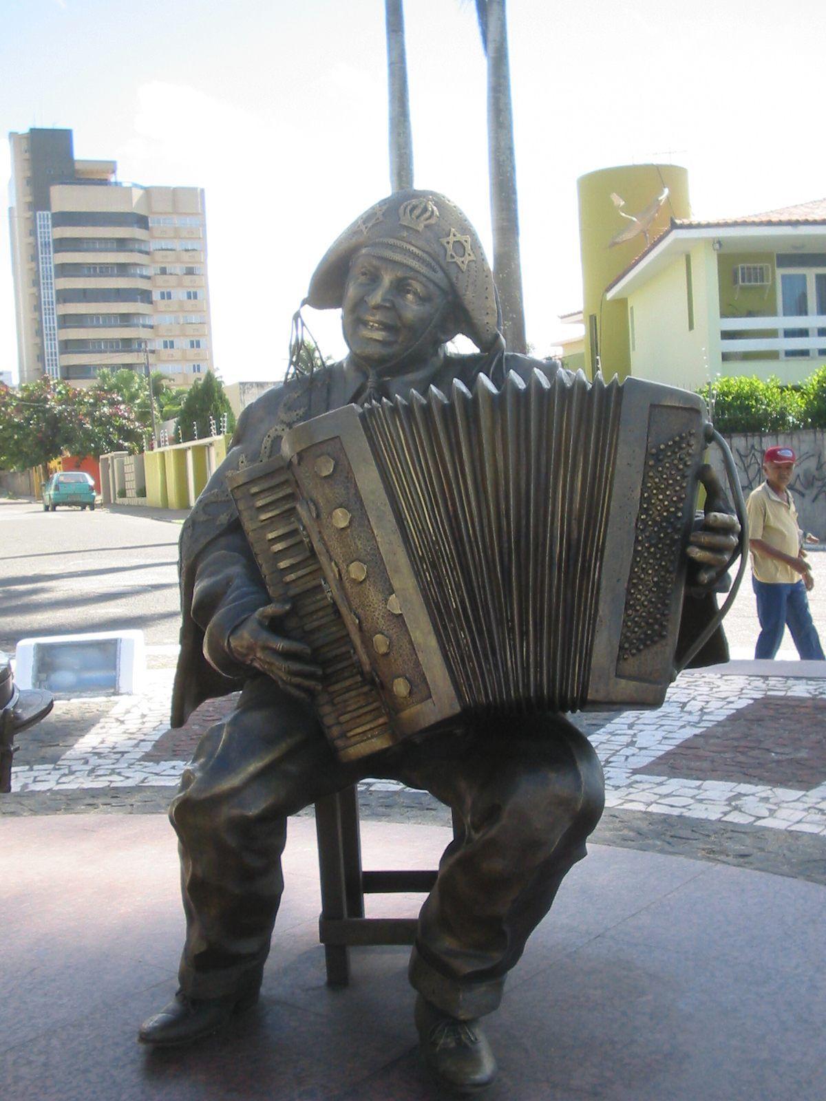 Campina Grande Paraiba Brasil Estatua De Bronze De Luiz