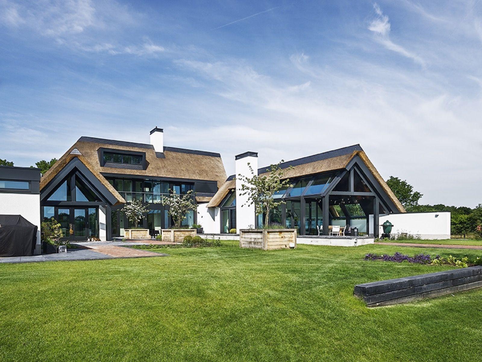 Landelijk modern huis gerealiseerd door van dinther bouwbedrijf