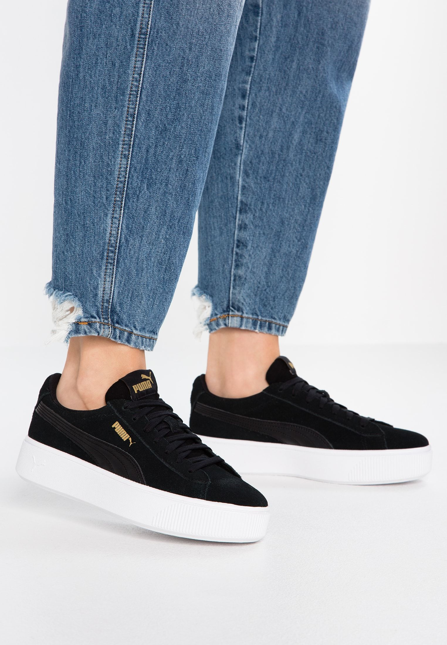 PUMA Vikky V2 Women's Trainers in BlackWhiteSilver size