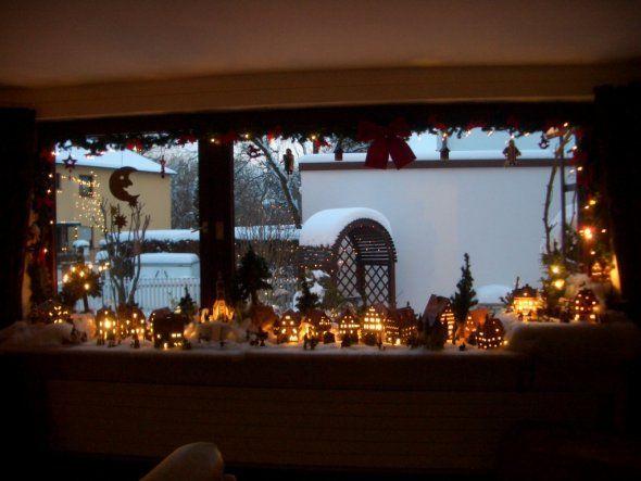 weihnachtsdorf als fensterbank deko aber nicht so viel deko pinterest weihnachten. Black Bedroom Furniture Sets. Home Design Ideas