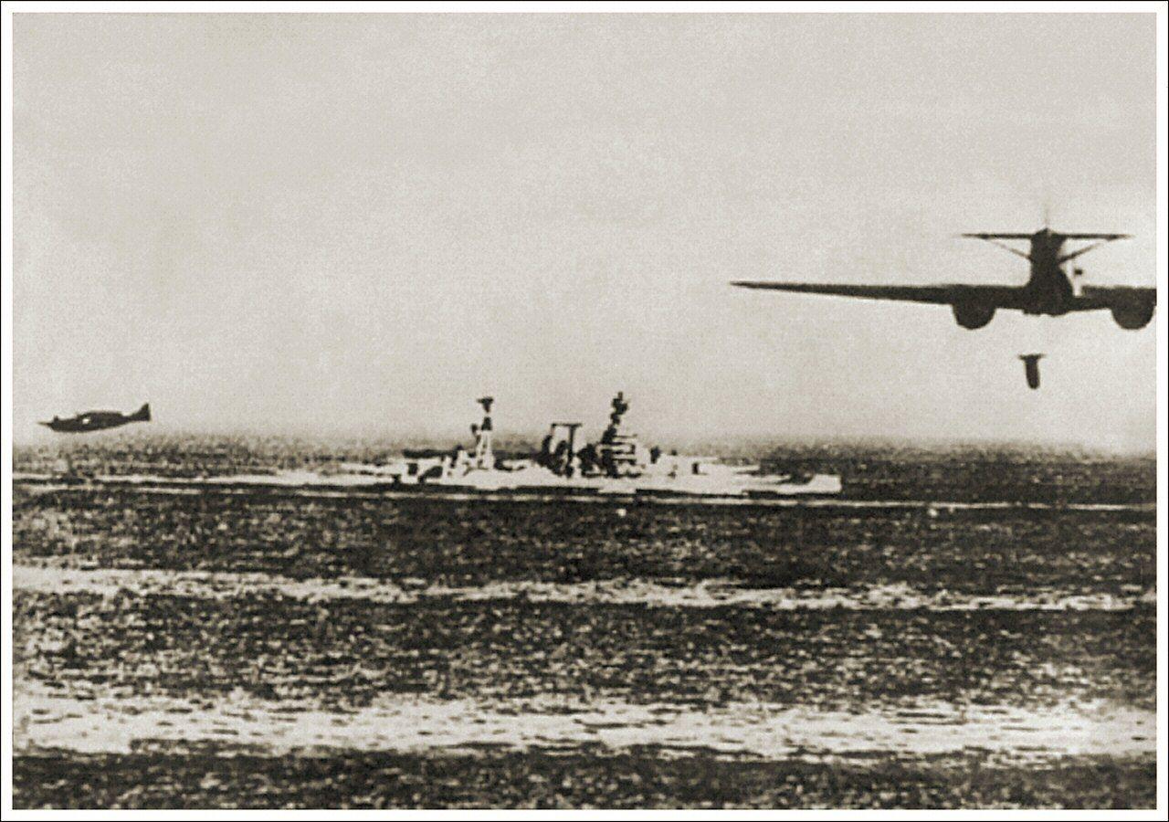 Savoia marchetti sm 79 gobba page 4 - Hms Barham Under Attack By Italian Savoia Marchetti Sm 79 Torpedo Bombers Late