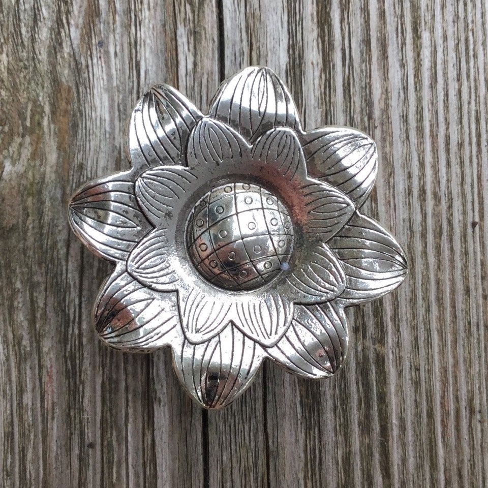 Flower Drawer Knob   Cabinet Knob In Silver Metal (MK158) By DaRosa On Etsy