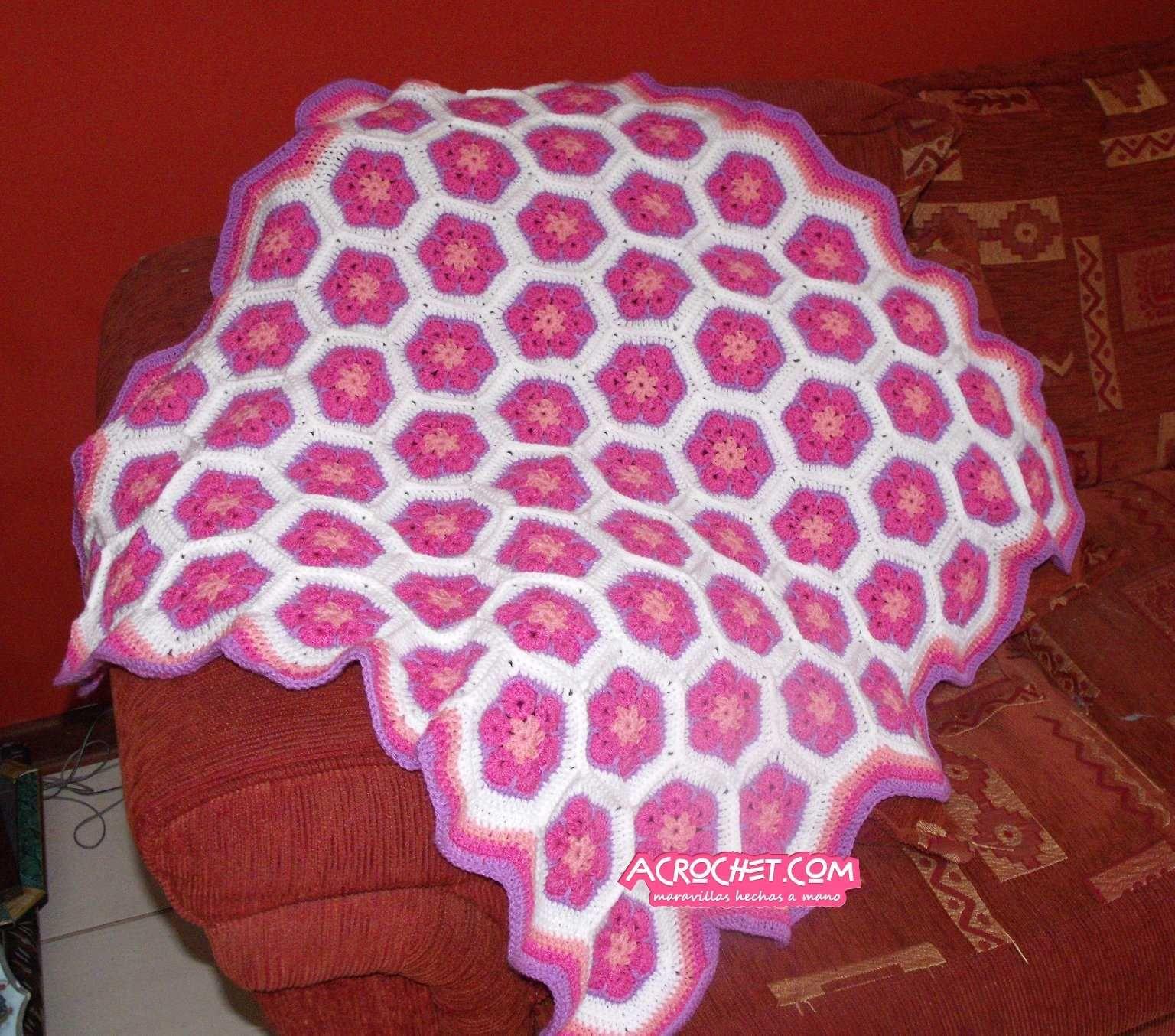 Una linda manta con flores africanas http://blog.acrochet.com/bebes ...