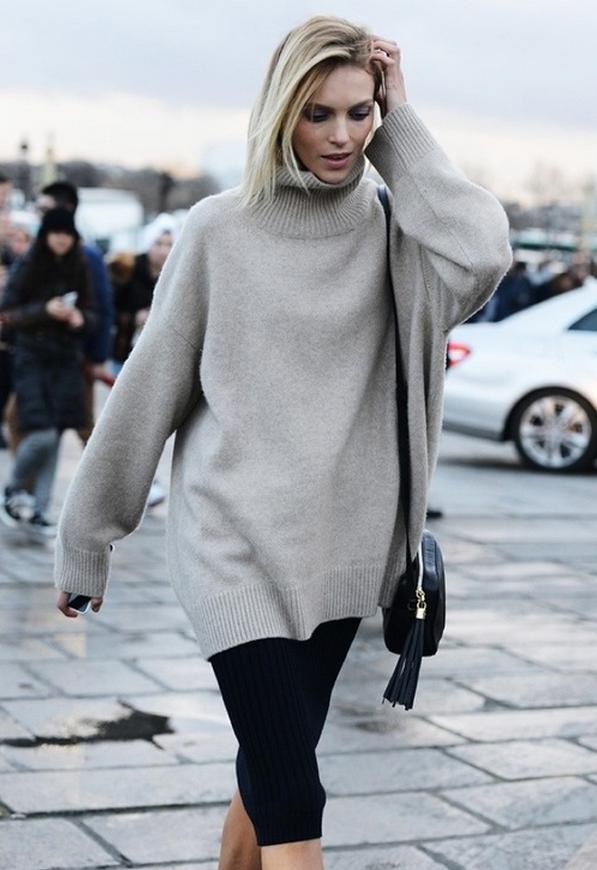 Oversized turtleneck sweater and slim pencil skirt.