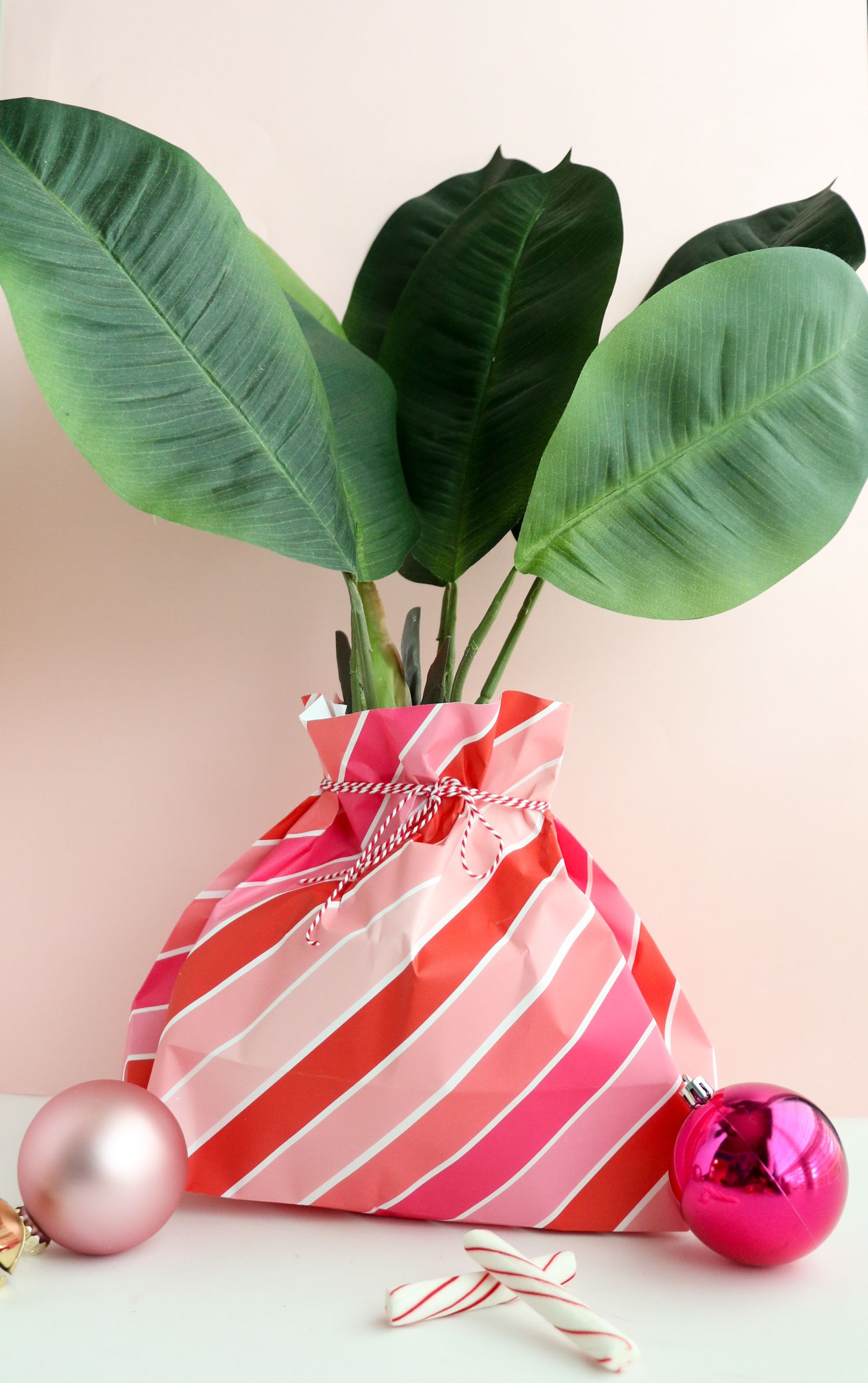 How to make a gift bag out of wrapping paper a beautiful
