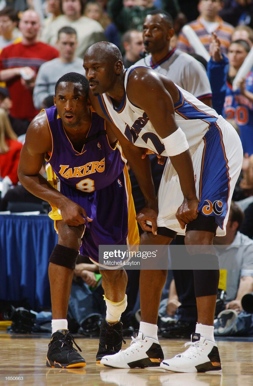 Michael Jordan Of The Washington Wizards Stands Alongside Kobe Bryant Kobe Bryant Michael Jordan Kobe Bryant Pictures Michael Jordan Basketball