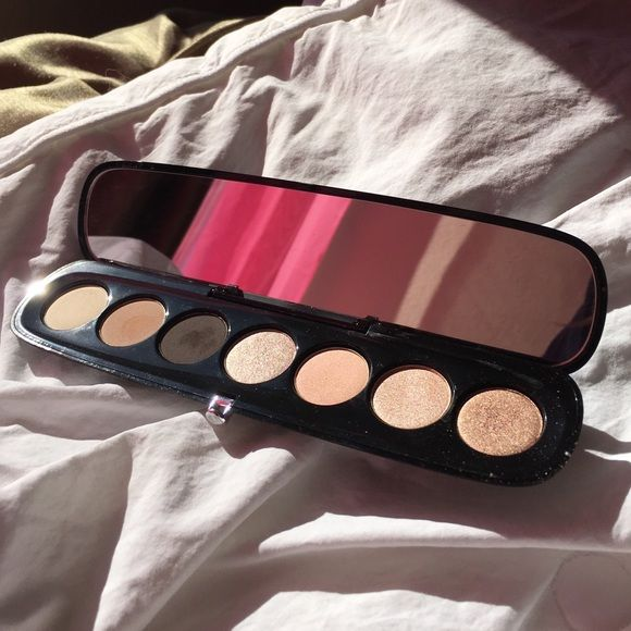 Marc Jacobs eyeshadow palette This had been searched but never used, I just have too many neutral eye shadows I've decided to let some go. Marc Jacobs Makeup Eyeshadow