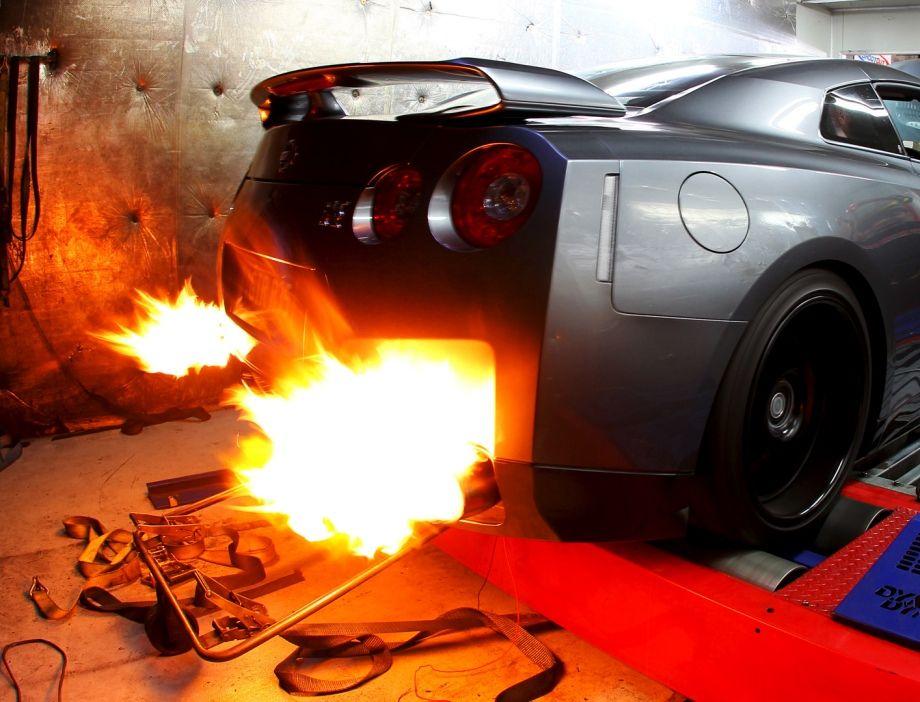 Nissan GT R Backfiring On A Dyno