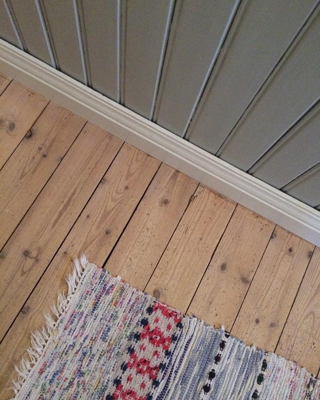 Pärlspont i original mÃ¥lad med linoljefärg, fernissat golv ... : målade trägolv : Inredning