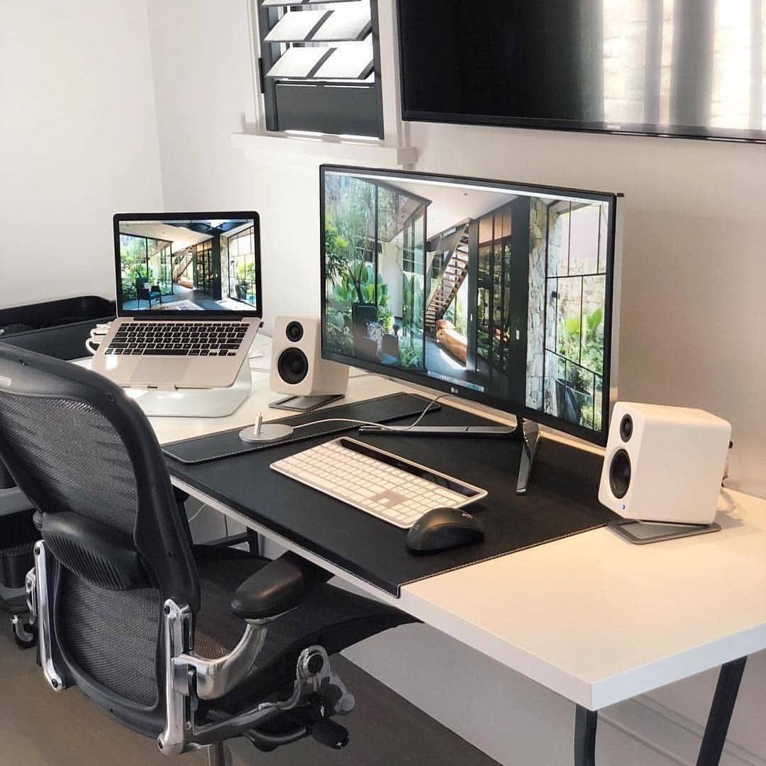 Contemporary Homeoffice Desk: And Again These White Speakers. Who
