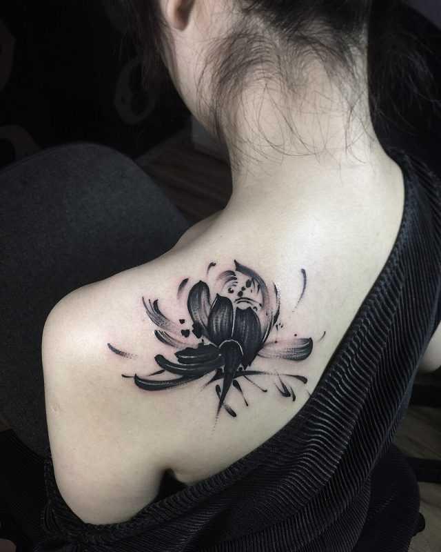 Tatuaze Damskie Najpiekniejsze Tatuaze Dla Kobiet Trendy 2019 Lotus Tattoo Tattoos Feather Tattoos