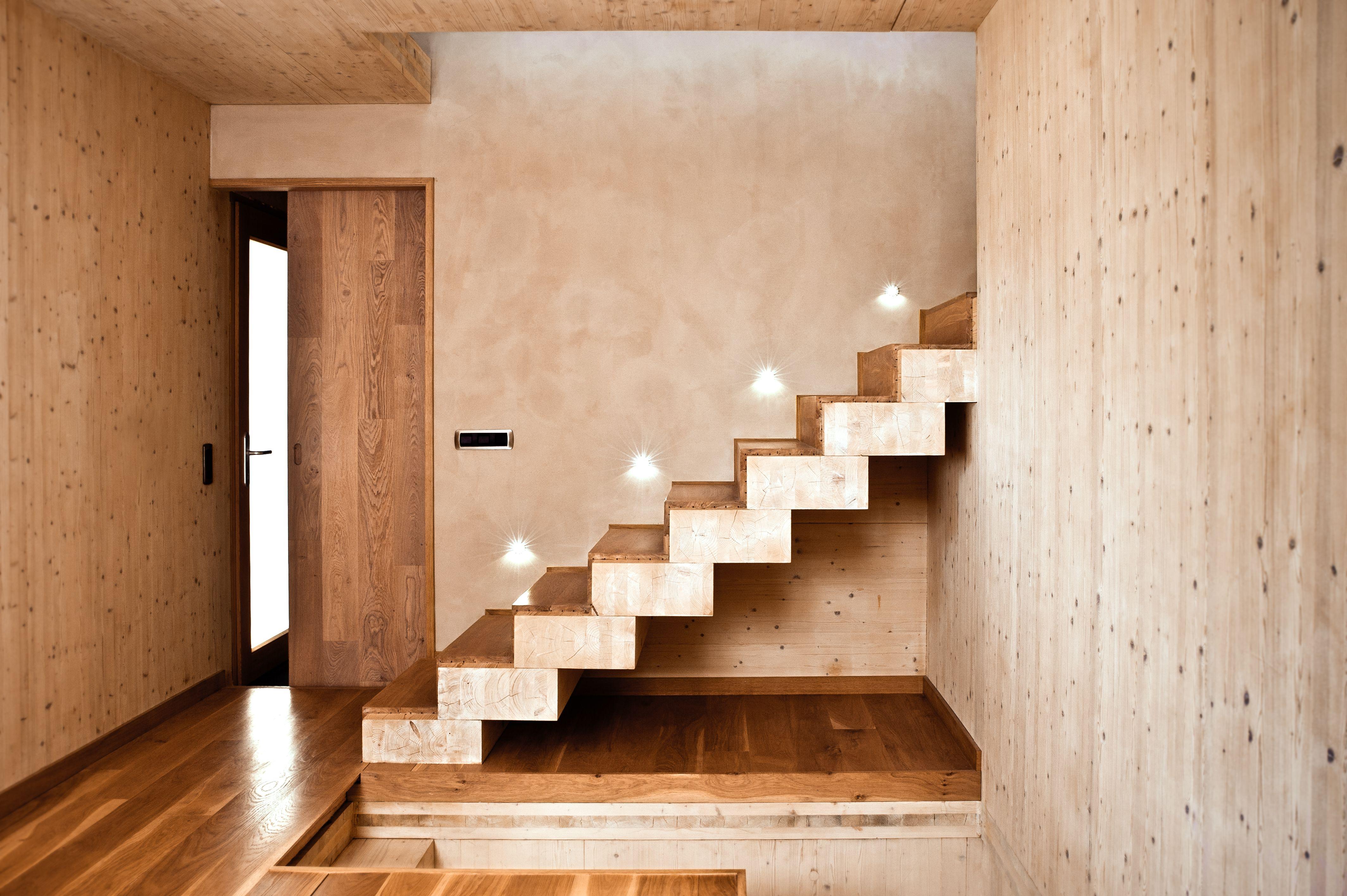Escaleras escaleras pinterest escalera singular y - Revestimientos de interiores ...