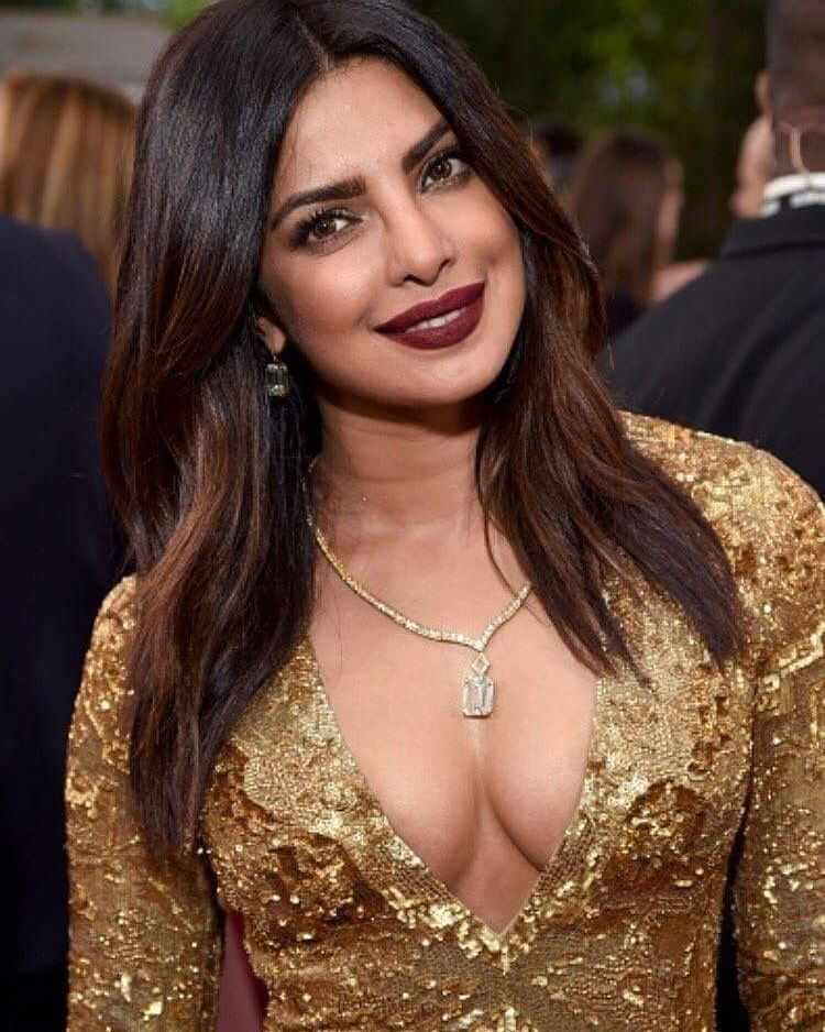Priyanka Chopra looks super stunning as she walks the red carpet at #GoldenGlobeAwards  #PriyankaChopra #PeeCee #GoldenGlobe #GoldenGlobeAwards2017 #redcarpet #celebrity #bollywood #bollywoodactress #bollywoodactor #actor #actress #filmywave