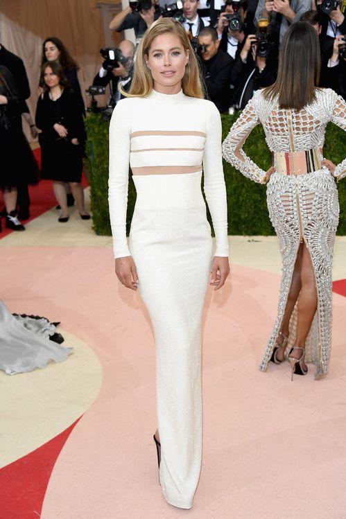 ece9d7f6385ec Inspiration mariage: les robes blanches du Met Ball 2016 | Doutzen ...
