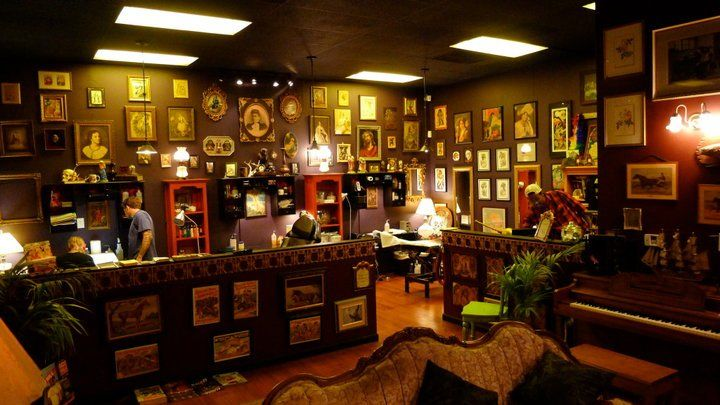 I love the way this tattoo parlor is set up with a