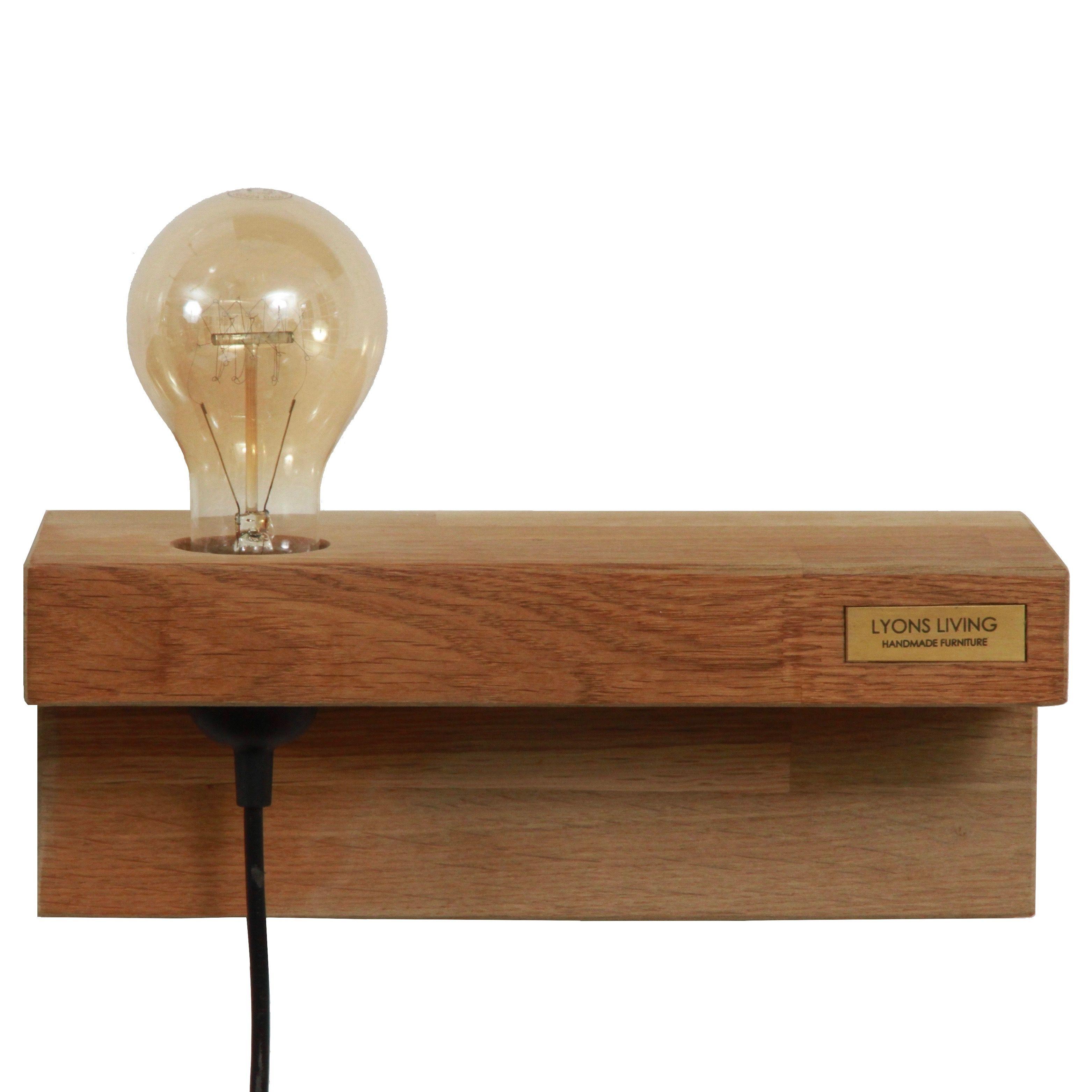 Fin og anderledes væglampe i olieret egetræ.Væglampen er ideel som ...