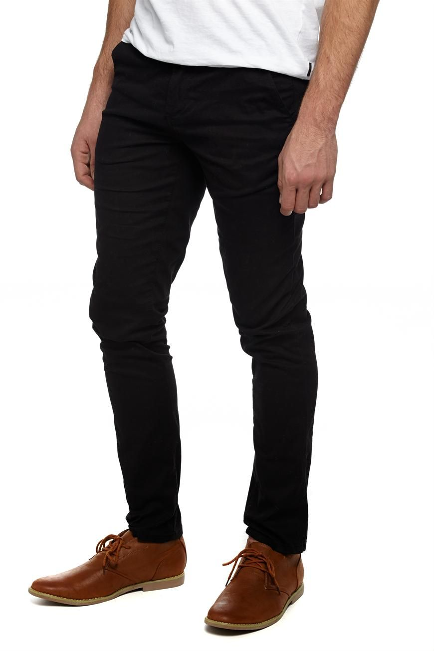 These men's Levi's jeans are the skinniest in the fit range, and also provide some stretch for extra mobility. PRODUCT FEATURES Slim fit and skinny leg offer a sleek look.