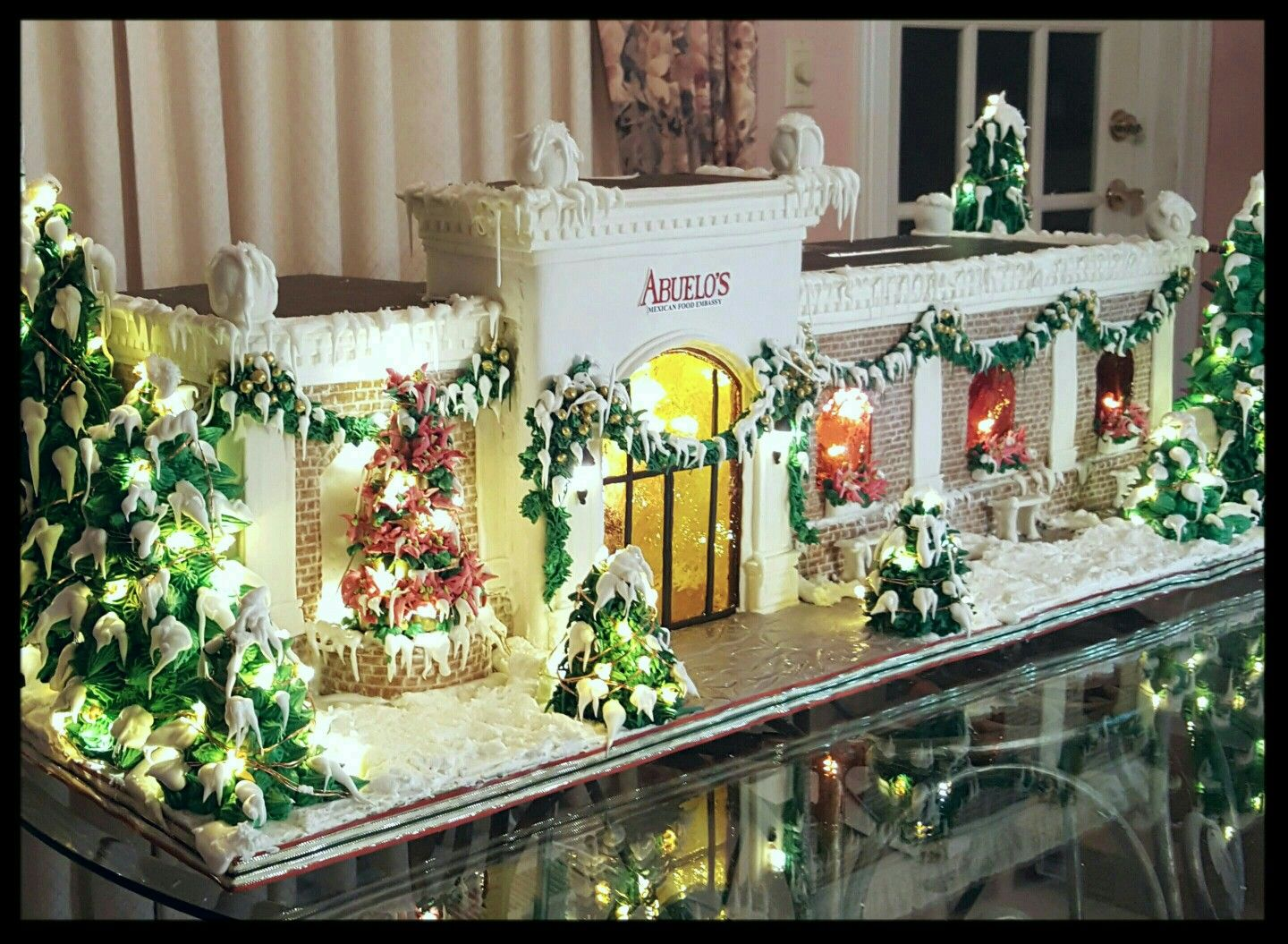 Gingerbread House Abuelo S Restaurant Christmas
