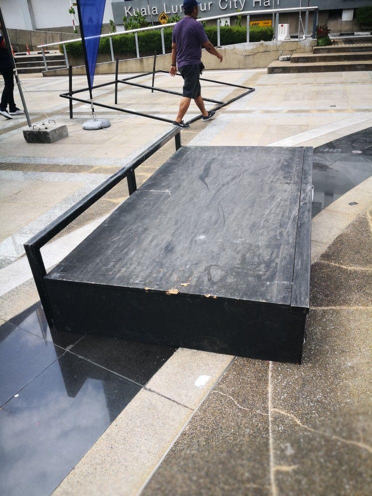 Mobile Manual Pad c/w Side Rail for skateboarding