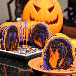 bundt cake colored for halloween. I like the idea and can use it in other colors