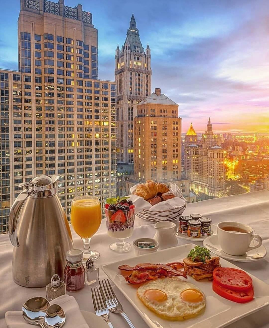Breakfast with a view 😍 😋 via @leatherandsoles ——————————————____________#leatherandsoles