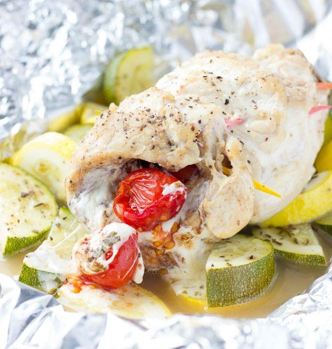 Caprese Stuffed Chicken Foil Packs #foilpacket #caprese #dinnerrecipes #stuffedchicken