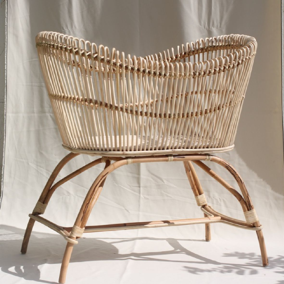 The Bassinet With Images Bassinet Baby Bassinet