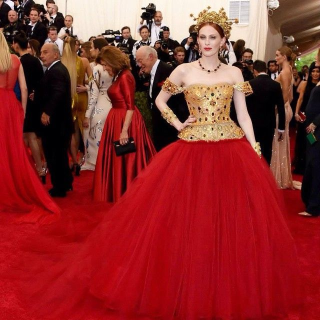 """Karen Elson wearing a Dolce&Gabbana Alta Moda corset gown with 18 carat gold filigree encrusted with multicolor tourmaline; multi-bedded tulle skirt; 18 carat gold accessories; and jewelry with multicolor tourmaline to the """"China: Through The Looking Glass"""" Costume Institute Benefit Gala at the Metropolitan Museum of Art on May 4, 2015 in New York City. #KarenElson #dolcegabbana #metball #metgala"""