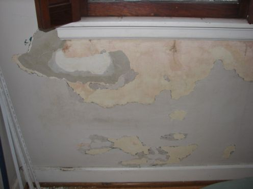 How To Fix Bubbled And Cracked Paint Before Painting Walls Cracked Paint Painting Scrape Painting