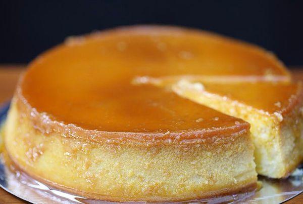 Cyril Lignac dévoile sa recette de la crème caramel vanille et fève tonka et on ne peut pas y résister