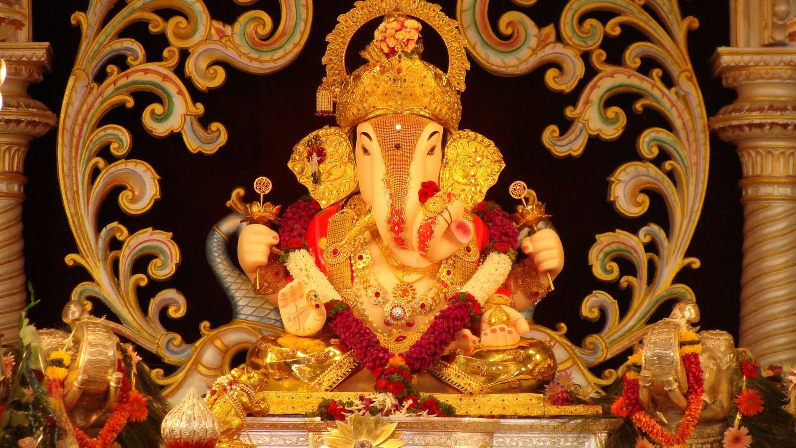 Shreemant Dagadusheth Halwai Ganesh Temple Puneites Explore Pune