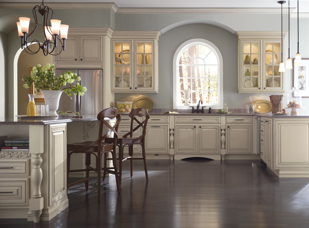 Specialty Finishes On Kitchen Cabinet Doors Adds Elegant Detail Perfect For Traditional St Kitchen Design Styles Cream Kitchen Cabinets Glazed Kitchen Cabinets