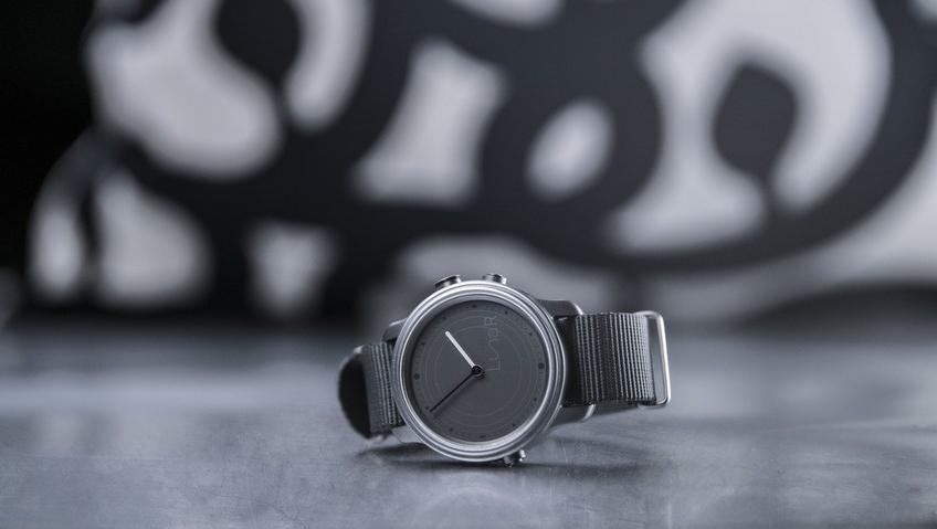 Un an après le lancement de son composant photovoltaïque transparent Wysips Reflect dédié aux écrans des montres analogiques ou digitales...