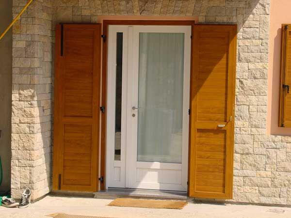 Serramenti e infissi porte e finestre in pvc a reggio emilia parma modena e provincia porta - Finestre in legno bianche ...