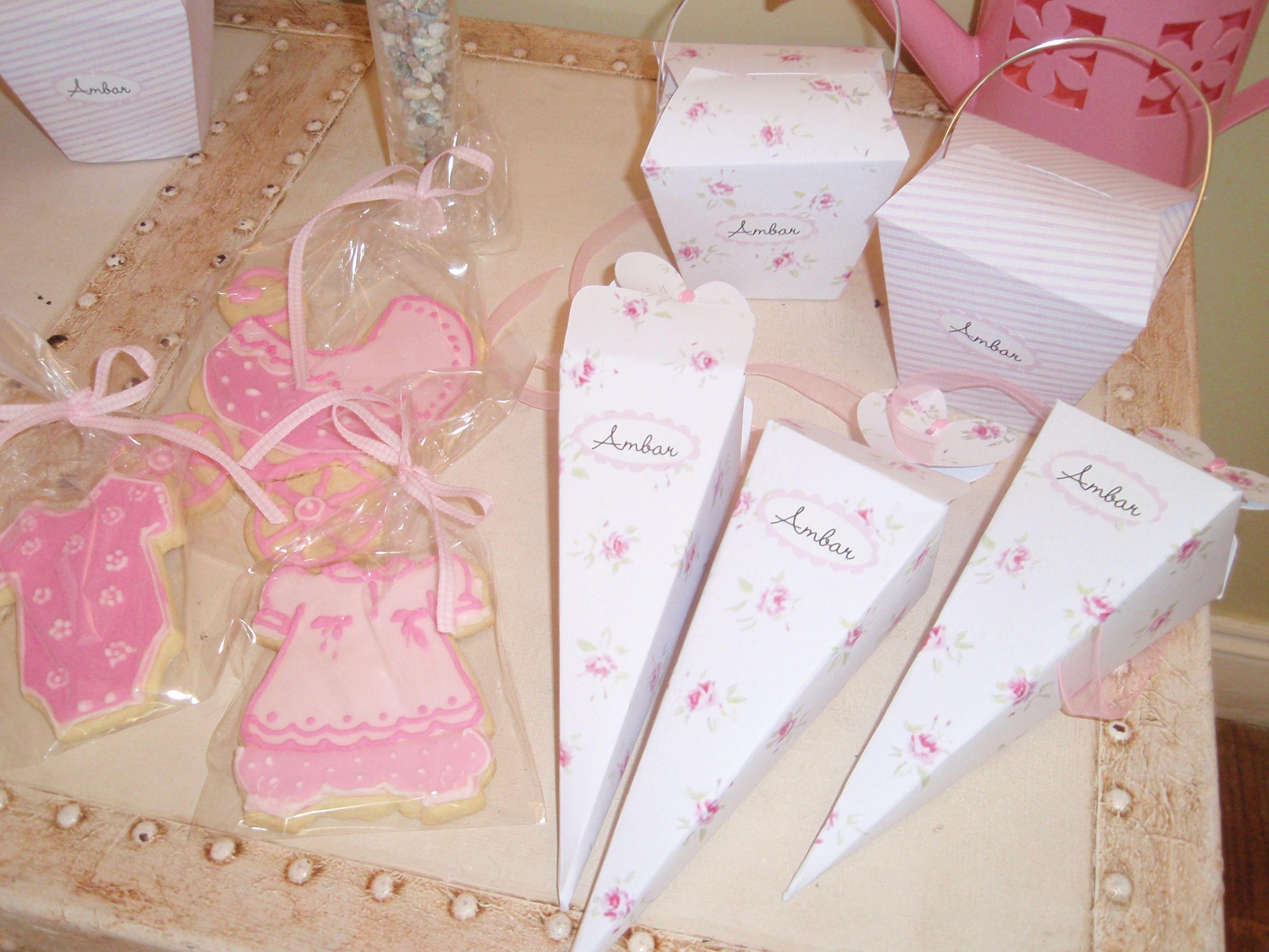 Cookies Baby Shower. Little box for candies.  Galletitas del Baby Shower y cajitas rómanticas