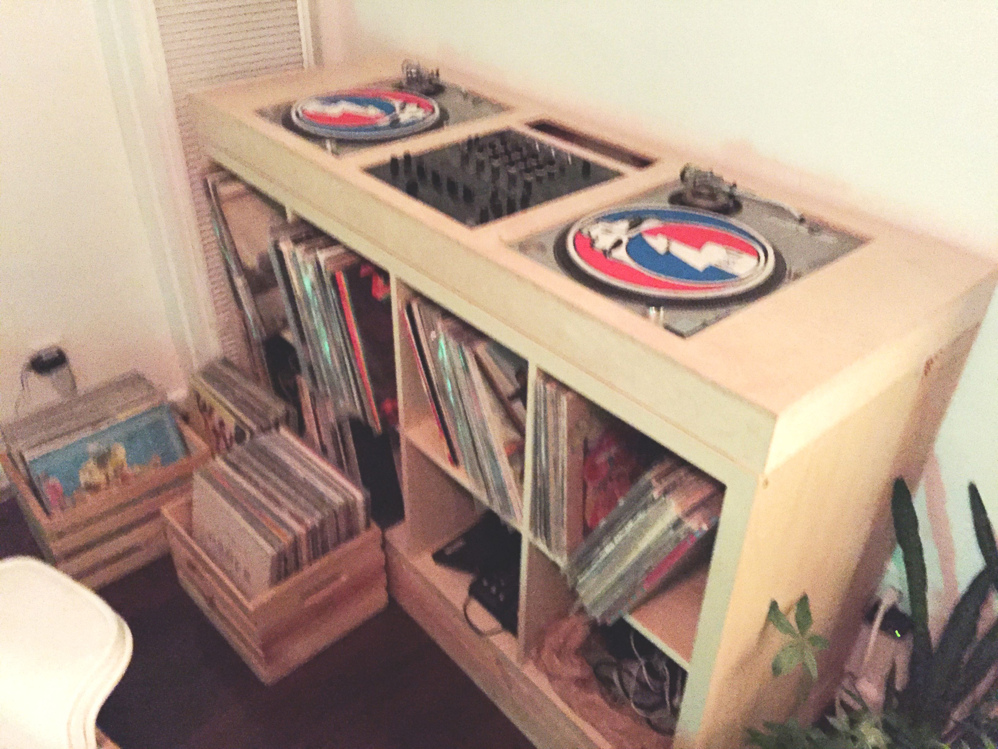Console put to her pre staining process Ikea Kallax home DJ