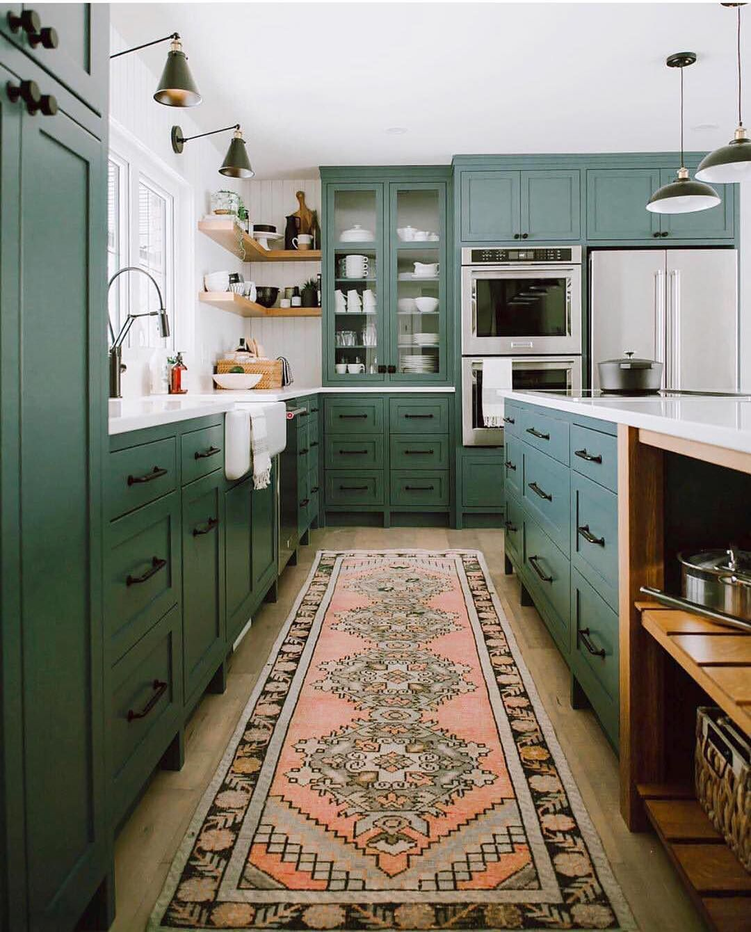 Cant say that I would ever go this bold in a kitchen but I mean ...