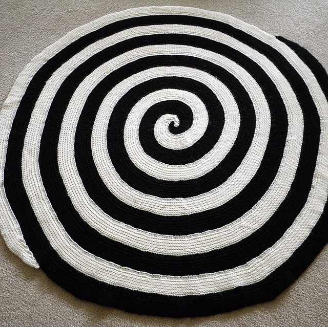 Spiral Crochet Afghan With A Dramatic And Decorative Effect