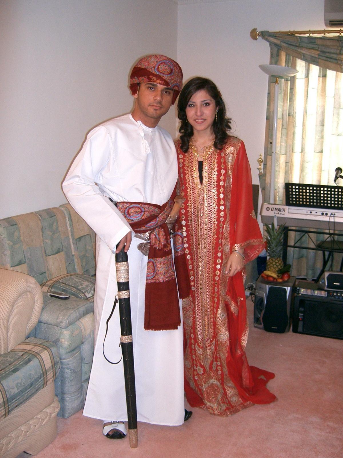 Omani wedding couple! | Omani clothing, Dresses