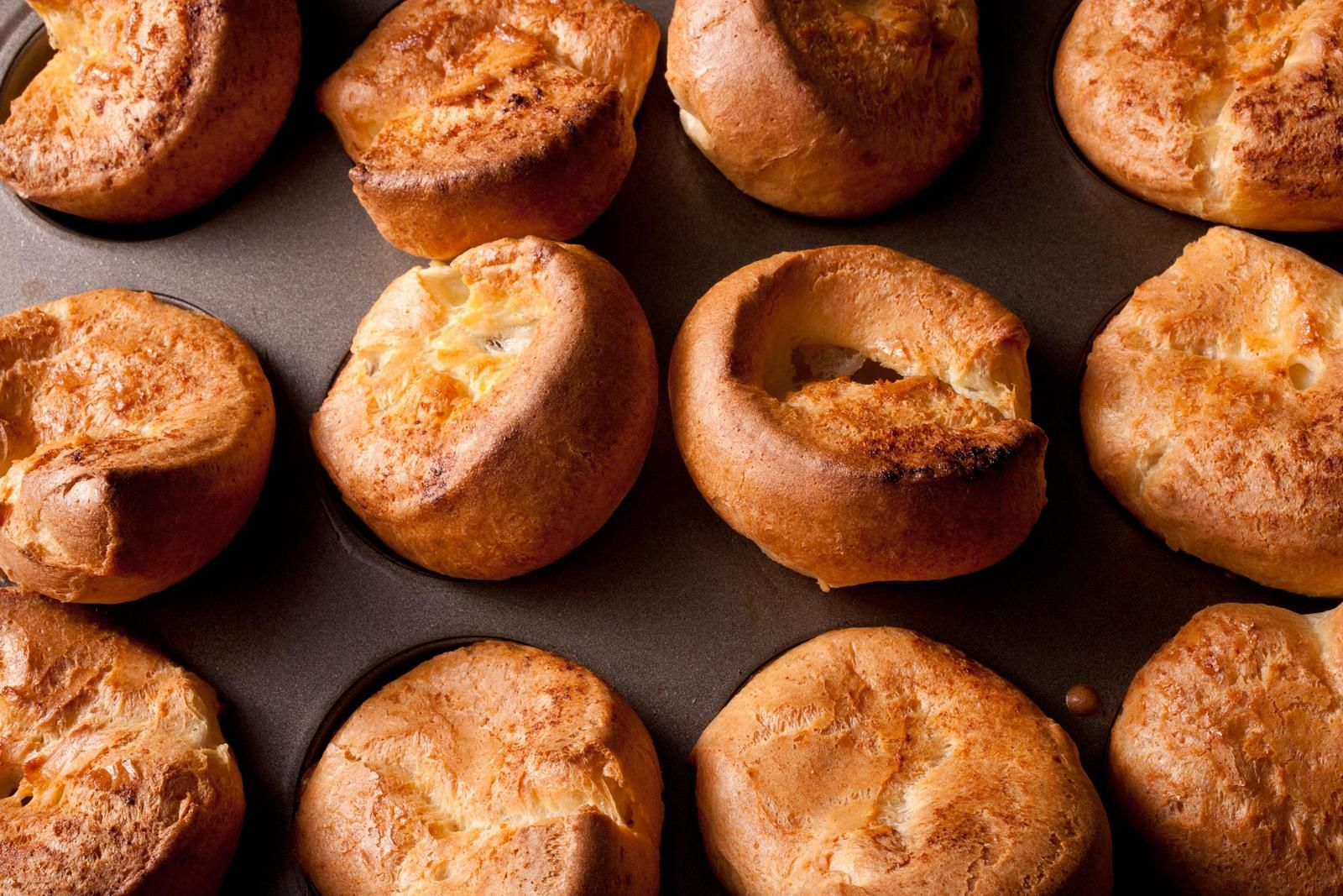Use A Muffin Pan To Make Easy Popovers America S Version Of Britain S Yorkshire Pudding Using Six Ingredients In Six Steps Chowh Popover Recipe Recipes Food