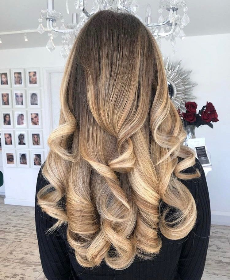Beautiful Two Toned Blonde Hair With Dark Roots Styled With A Bouncy Curly Blow Dry Full Of Volume Blo Long Hair Styles Womens Hairstyles Blow Dry Hair