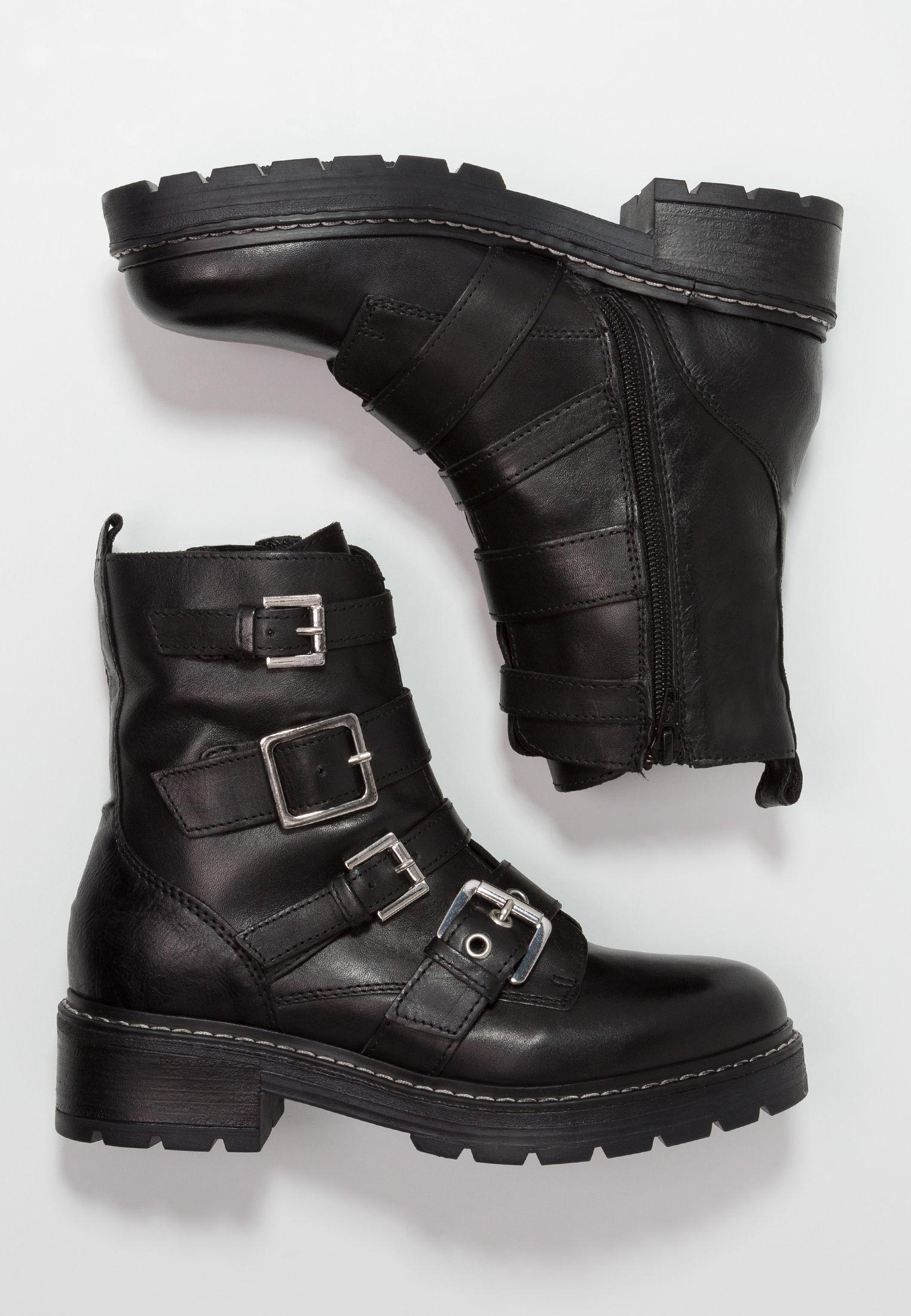 Pin på Black shoes