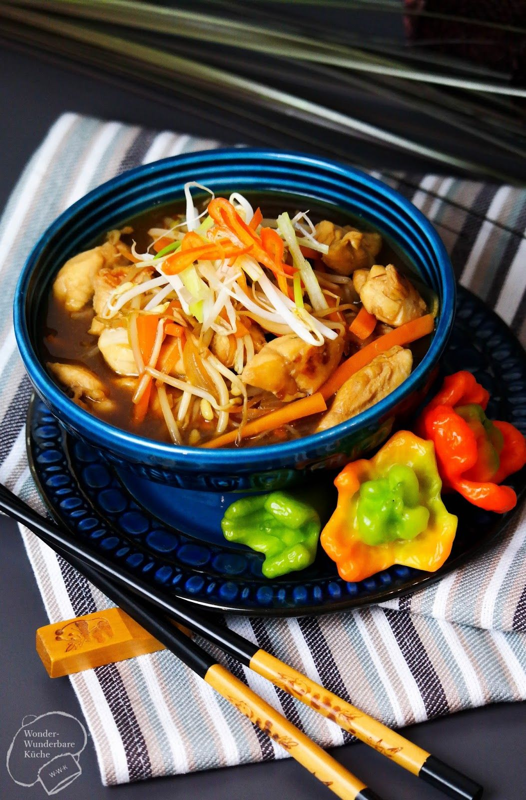 Selbstgemachtes Hähnchen Chop Suey wie vom Chinesen, mit viel Gemüse ...