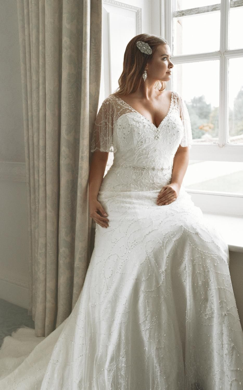 Designer Wedding Dresses And Bridal Gowns True Bride Curvy Wedding Wedding Dresses Simple Plus Wedding Dresses [ 1500 x 934 Pixel ]