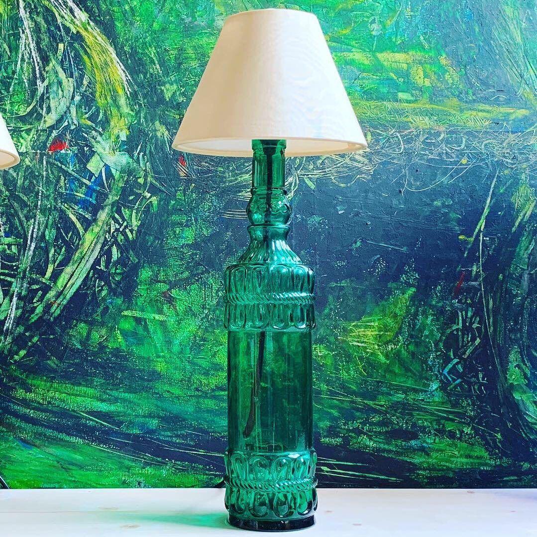 "Zufällig drei ""gleiche"" Flaschen auf dem Flohmarkt gefunden 🥰💡 #bottlelamp #flaschenlampe #upcycling #upcyclinglife #upcyclingdesign #handmade #handgemacht #unikat #einzelstück #stehlampe #bottlelamp #lampe #lamps  #light #licht #upcyclingart #tablelamp #creativity #glass #inspiration  #bottleart #glassart #lampenschirm #botteldesign #lampenfieber #bottlelight #glasscraft #glaskunst #lichtdesign #flasche"