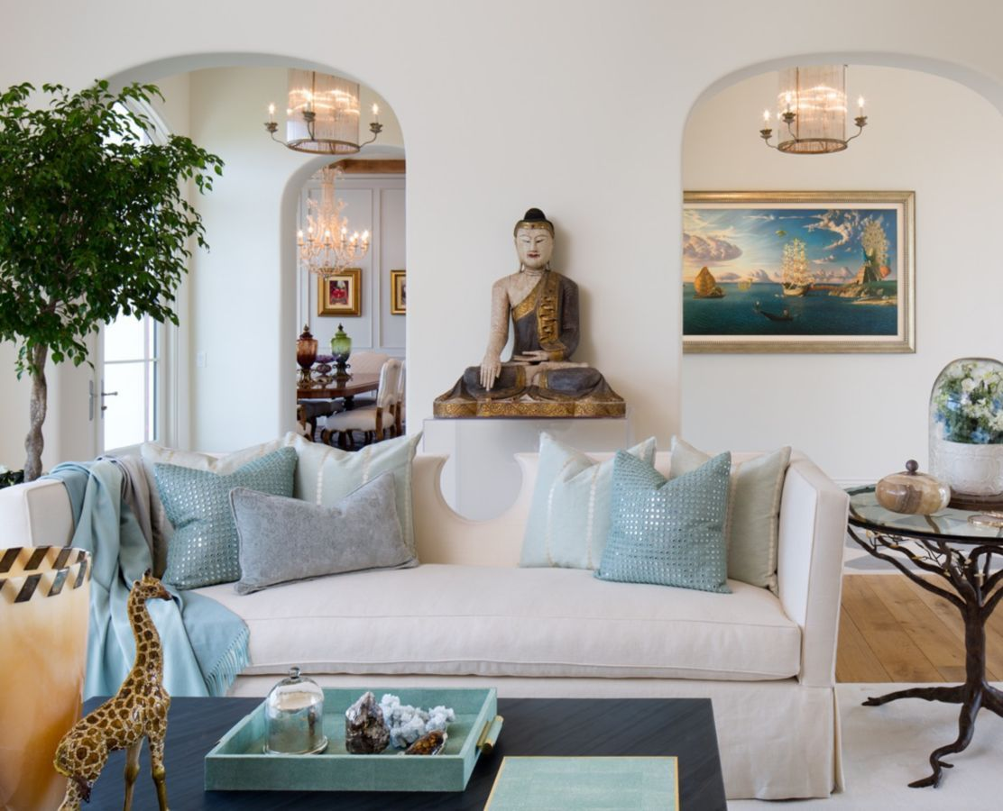 Eclectic accents make a stylish statement in this living room ...
