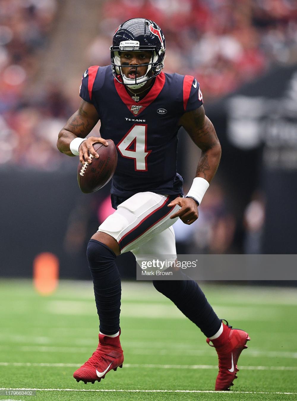 Deshaun Watson Of The Houston Texans Looks To Pass In The Third Deshaun Watson Houston Texans Texans
