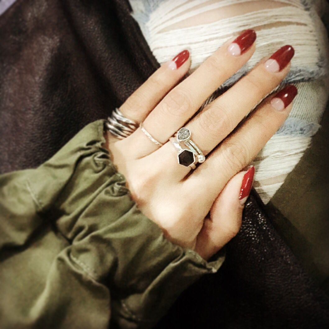 Deep French Nail idea & Layered Rings | Acessorios | Pinterest ...