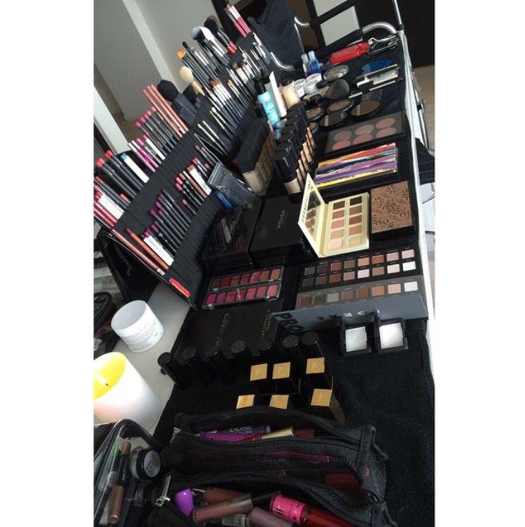 I do not own this image. Professional make up station. #makeupkit #makeupstations
